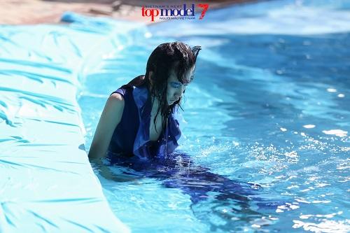 Thí sinh Next Top Model quằn quại chụp hình dưới nước - 9