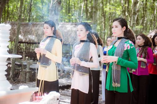 Thí sinh Hoa hậu Việt Nam đẹp hút hồn với áo bà ba - 11