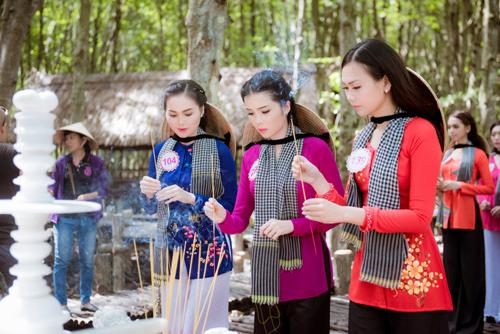 Thí sinh Hoa hậu Việt Nam đẹp hút hồn với áo bà ba - 12