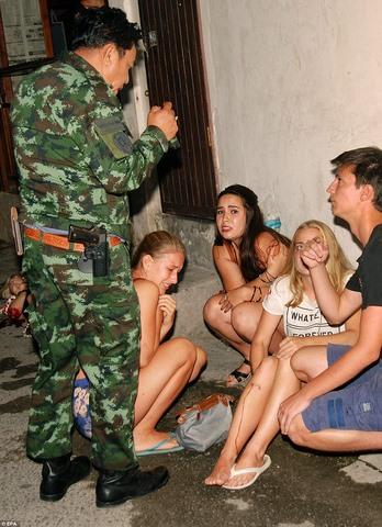 Thái Lan hứng chịu 11 vụ đánh bom liên tiếp trong 24 giờ - 2