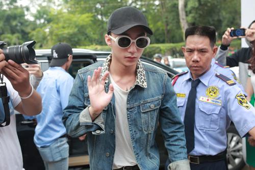 Sơn Tùng M-TP xuất hiện cực ngầu mặc 'bão' scandal - 3