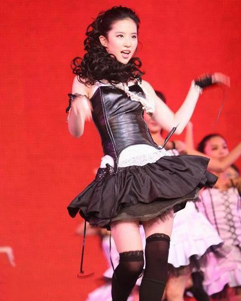 Lưu Diệc Phi mặc khêu gợi nhảy múa sexy năm 19 tuổi - 9