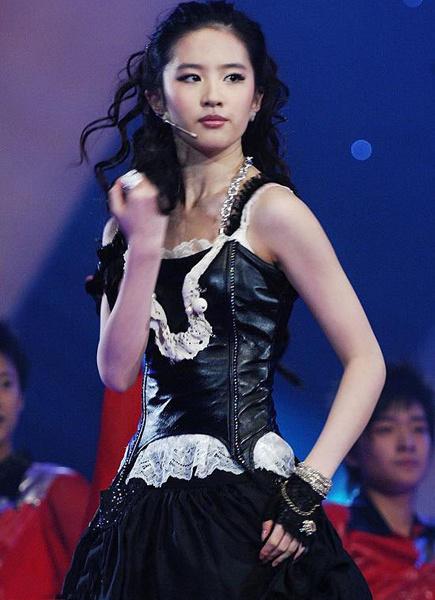 Lưu Diệc Phi mặc khêu gợi nhảy múa sexy năm 19 tuổi - 11