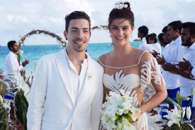 Siêu mẫu Brazil gây sốc khi mặc bikini trong đám cưới - 1