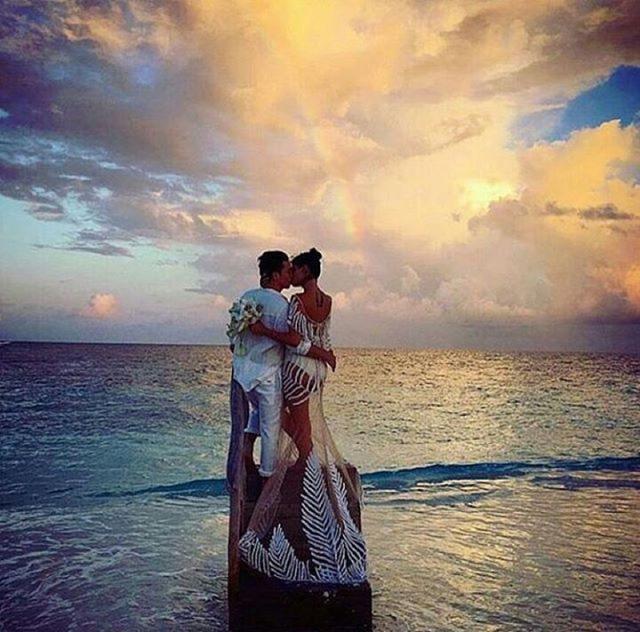 Siêu mẫu Brazil gây sốc khi mặc bikini trong đám cưới - 5