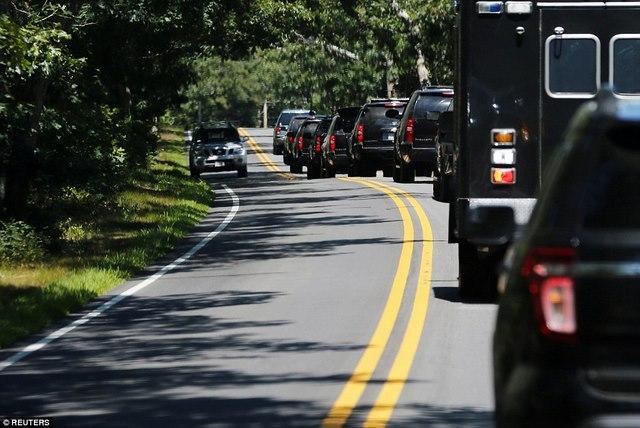 Obama đi chơi gôn, cả đoàn chục chiếc xe hộ tống - 1