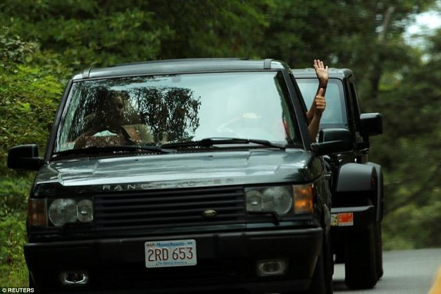 Obama đi chơi gôn, cả đoàn chục chiếc xe hộ tống - 3