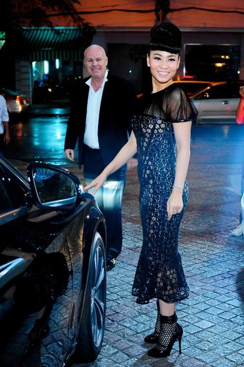 Thu Minh diện lại váy cũ làm giám khảo Vietnam Idol - 2