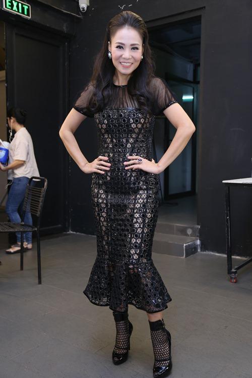 Thu Minh diện lại váy cũ làm giám khảo Vietnam Idol - 1