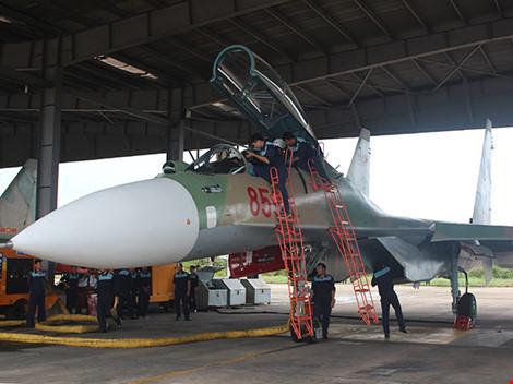Máy bay Casa-212 và Su-30MK2 đã cất cánh trở lại - 1
