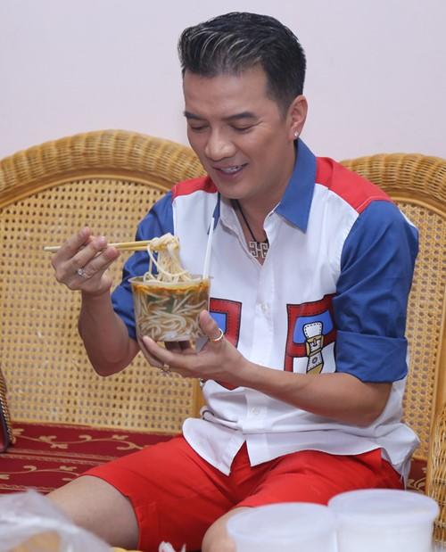 Minh Tuyết được chồng hộ tống đi làm giám khảo - 8