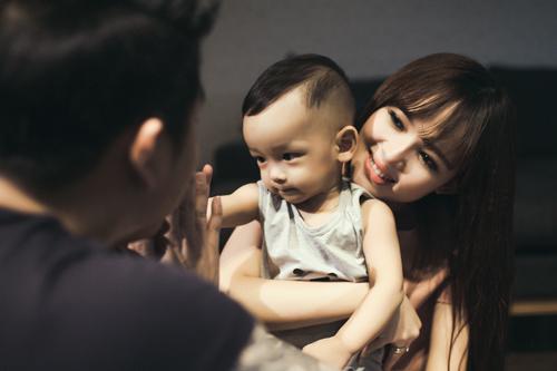 Lê Hoàng The Men khoe ảnh ngọt ngào bên vợ con - 3