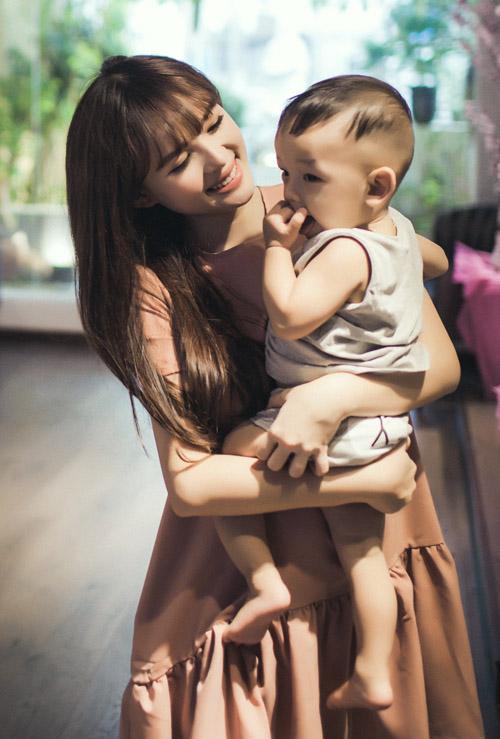 Lê Hoàng The Men khoe ảnh ngọt ngào bên vợ con - 4