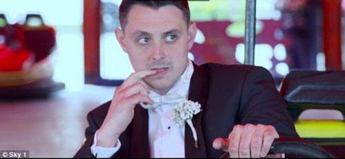 Cô dâu khóc thét vì chú rể rước dâu bằng ô tô đồ chơi - 2