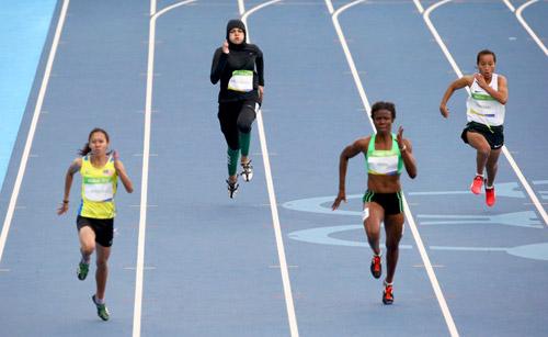 Tin nóng Olympic ngày 8: Bolt dễ dàng vào bán kết 100m - 5