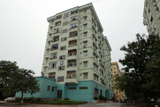 HN: Nền nhà chung cư sập trong đêm, dân hoảng loạn - 2