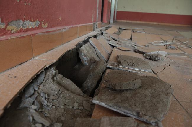 HN: Nền nhà chung cư sập trong đêm, dân hoảng loạn - 6