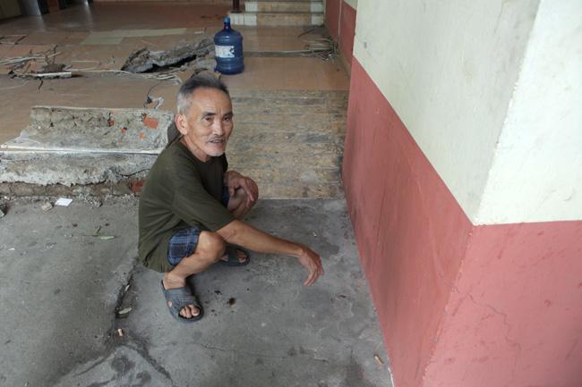 HN: Nền nhà chung cư sập trong đêm, dân hoảng loạn - 9
