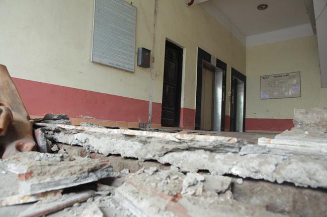 HN: Nền nhà chung cư sập trong đêm, dân hoảng loạn - 8