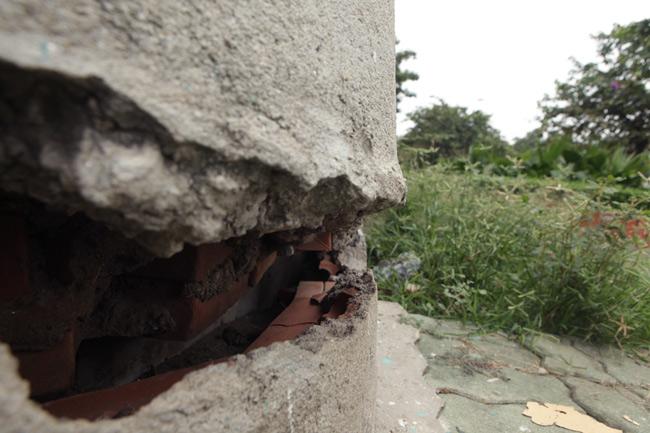 HN: Nền nhà chung cư sập trong đêm, dân hoảng loạn - 12
