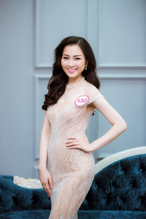 Hoa hậu VN: Thí sinh gợi cảm với đầm ôm sát, xẻ tà - 1