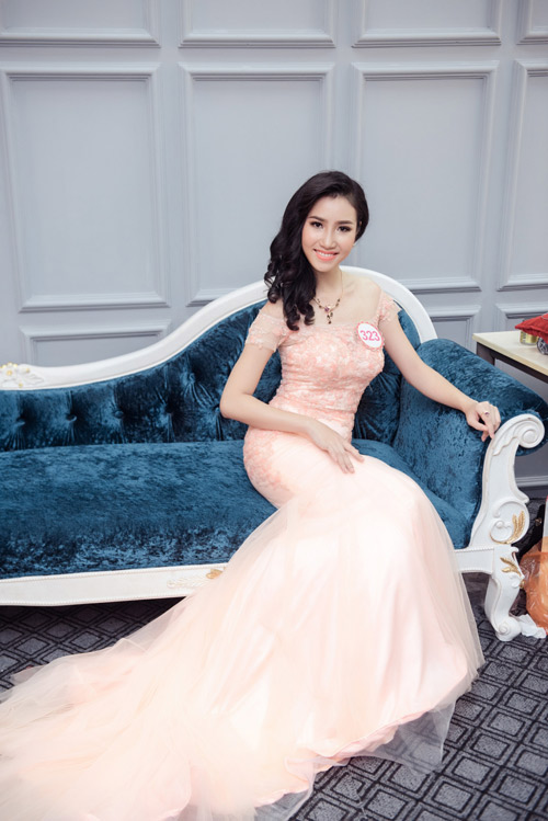 Hoa hậu VN: Thí sinh gợi cảm với đầm ôm sát, xẻ tà - 8