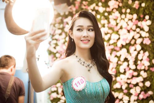 Hoa hậu VN: Thí sinh gợi cảm với đầm ôm sát, xẻ tà - 11