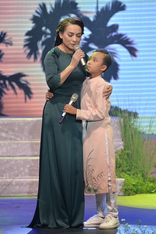 Hồ Văn Cường gây xúc động khi song ca với Phi Nhung - 1