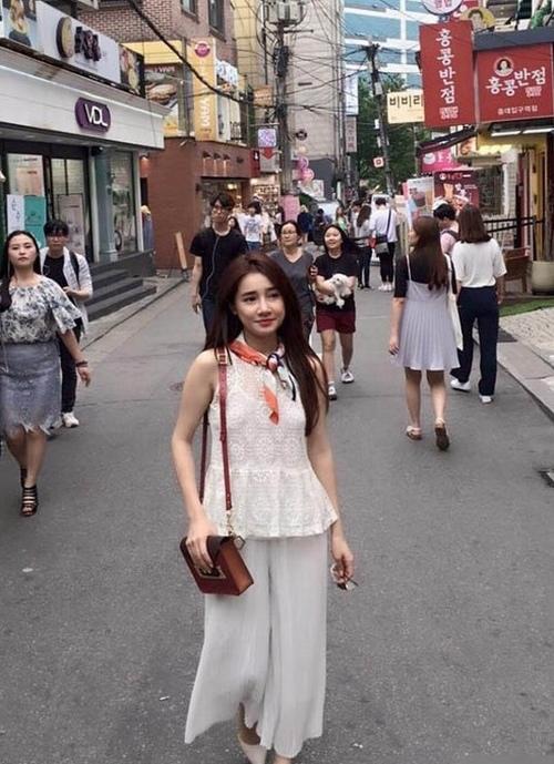 Cuộc sống trái ngược của bạn gái Trấn Thành, Trường Giang - 9