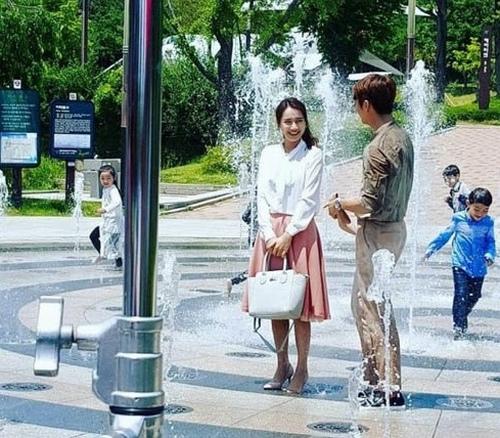 Cuộc sống trái ngược của bạn gái Trấn Thành, Trường Giang - 10