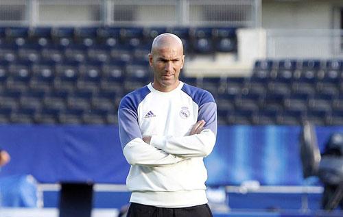 """Zidane quyết bỏ """"Galacticos"""", Real gia hạn Ronaldo - 1"""