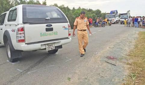 Phóng nhanh, tài xế tông chết bé gái băng qua đường - 1