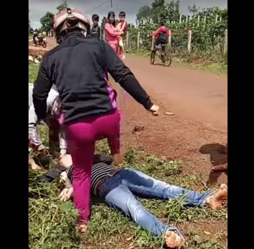 Điều tra nhóm người trong clip đánh ghen gây xôn xao - 1