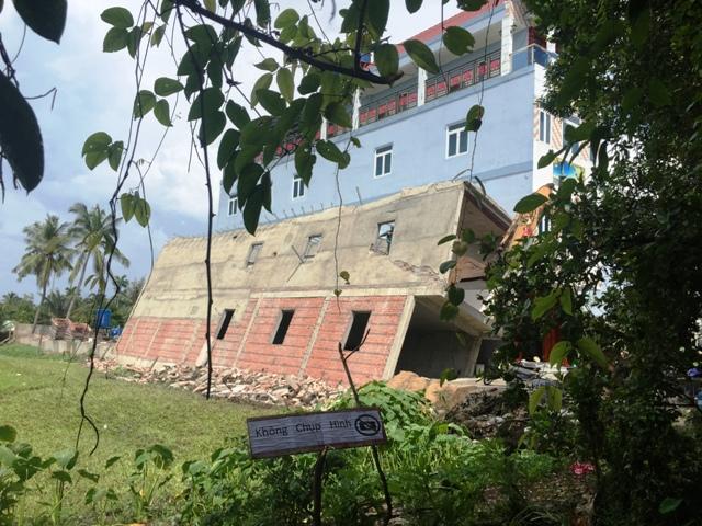 TP.HCM: Nhà 2 tầng đang xây bất ngờ đổ sập - 1