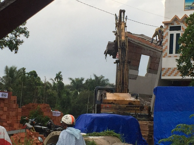 TP.HCM: Nhà 2 tầng đang xây bất ngờ đổ sập - 2