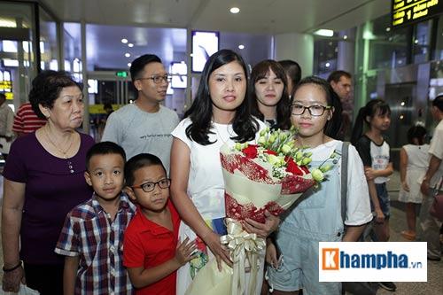 Vợ Hoàng Xuân Vinh bật khóc giây phút gặp lại chồng - 2