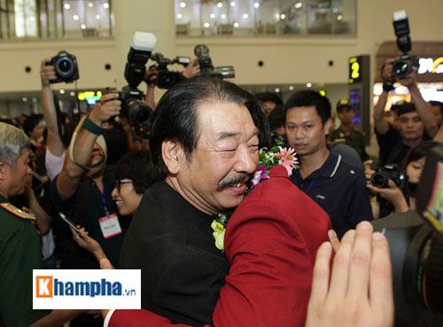 Vợ Hoàng Xuân Vinh bật khóc giây phút gặp lại chồng - 4