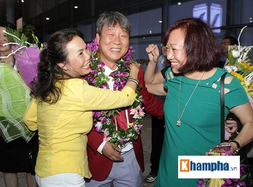 Vợ Hoàng Xuân Vinh bật khóc giây phút gặp lại chồng - 6