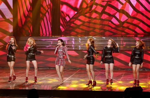 Thí sinh X-Factor bất ngờ ngất xỉu trên sân khấu - 5