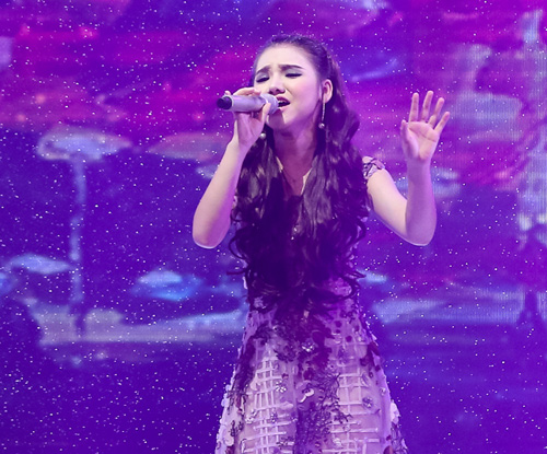 Thí sinh X-Factor bất ngờ ngất xỉu trên sân khấu - 6