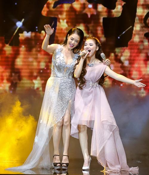 Thí sinh X-Factor bất ngờ ngất xỉu trên sân khấu - 7