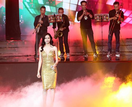 Thí sinh X-Factor bất ngờ ngất xỉu trên sân khấu - 8