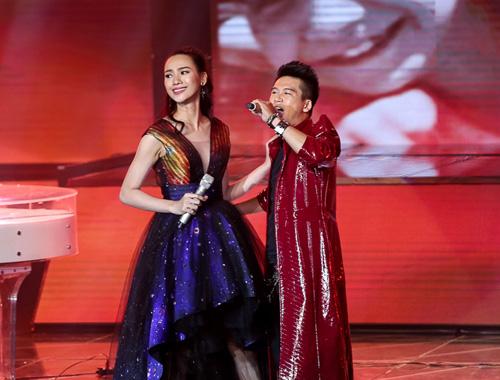 Thí sinh X-Factor bất ngờ ngất xỉu trên sân khấu - 9