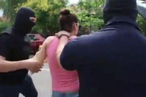 """Cô gái """"đứng tim"""" với màn cầu hôn khủng bố - 1"""