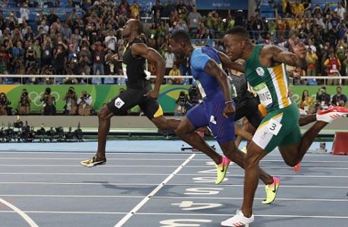 """Chấp đối thủ """"nửa đường"""", Bolt vẫn đoạt HCV Olympic 100m - 2"""