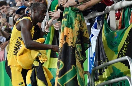 """Chấp đối thủ """"nửa đường"""", Bolt vẫn đoạt HCV Olympic 100m - 3"""