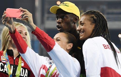 """Chấp đối thủ """"nửa đường"""", Bolt vẫn đoạt HCV Olympic 100m - 5"""