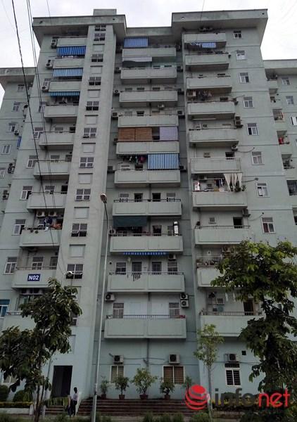 """Hà Nội: Bục bể nước tầng thượng, """"lũ quét"""" qua chung cư - 1"""