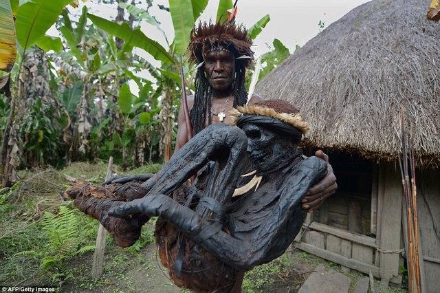 Bộ tộc chuyên ướp xác người nguyên vẹn cả trăm năm - 1