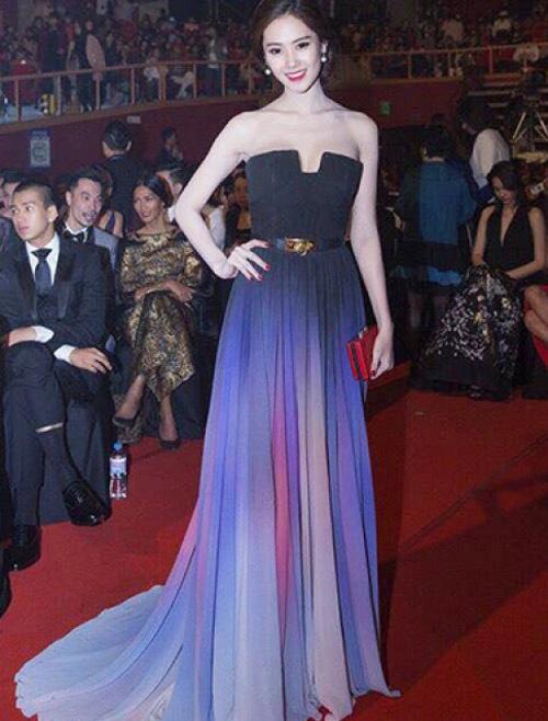 So kè nhan sắc Mỹ nhân Việt mặc váy nhái với sao quốc tế - 9